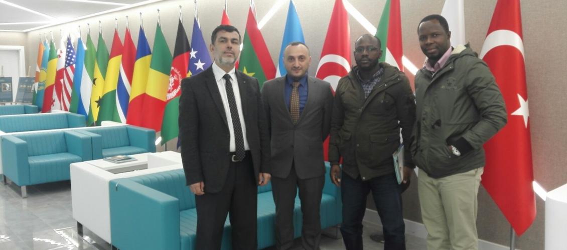 مسؤول العلاقات الأفريقية بالمجلس الأفروآسيوي، و مسؤول العلاقات العامة في جامعة الفاروق الافوارية ينظمون زيارة لوقف المعارف في إسطنبول.