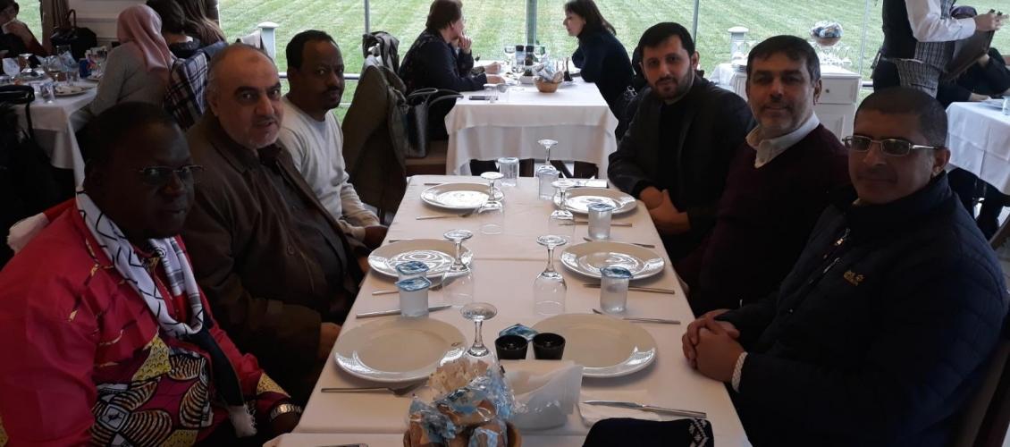 Le président du Conseil de coopération afro-asiatique, M. Mounir Said, organise un déjeuner en l'honneur des invités du Conseil.