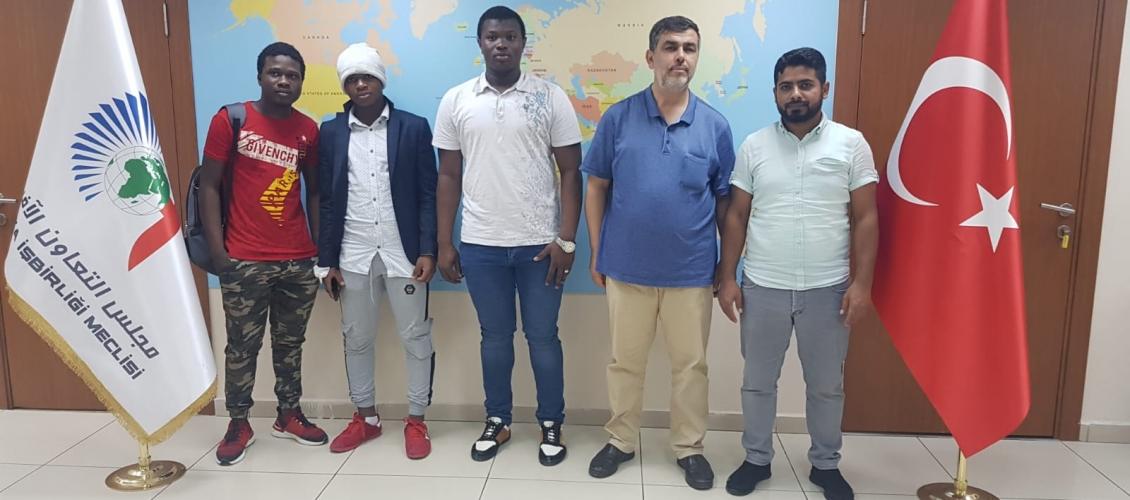 الدكتور إدريس ربوح يستقبل وفداً من الجمعية الإسلامية للتحالف والتنمية في غينيا